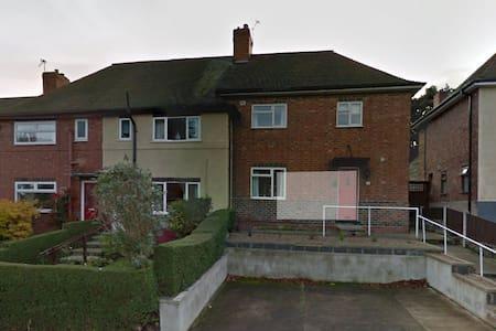 Nottingham House - Beeston - Huis
