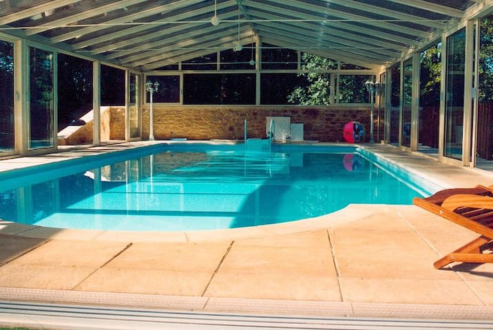 Villa 8pers, piscine, jacuzzi,sauna - Sainte-mondane - วิลล่า