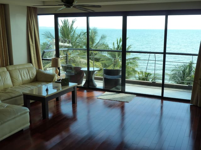 2BR 140sqm Beachfront Chauffeur Car Pool Sea View - Pattaya - Leilighet