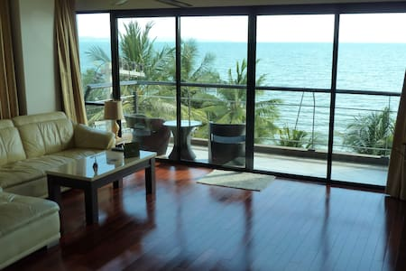 2BR 140sqm Beachfront Chauffeur Car Pool Sea View - 芭達雅 - 公寓