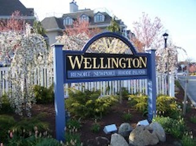 2 bedroom condo on Thames !  Water front unit!