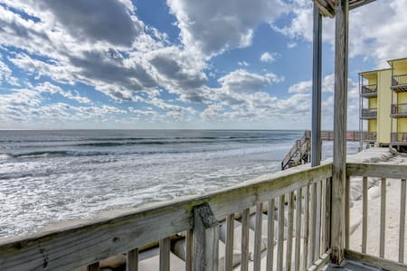 BEACHFRONT on a BUDGET! $998 All-Incl Summer Wks!! - North Topsail Beach