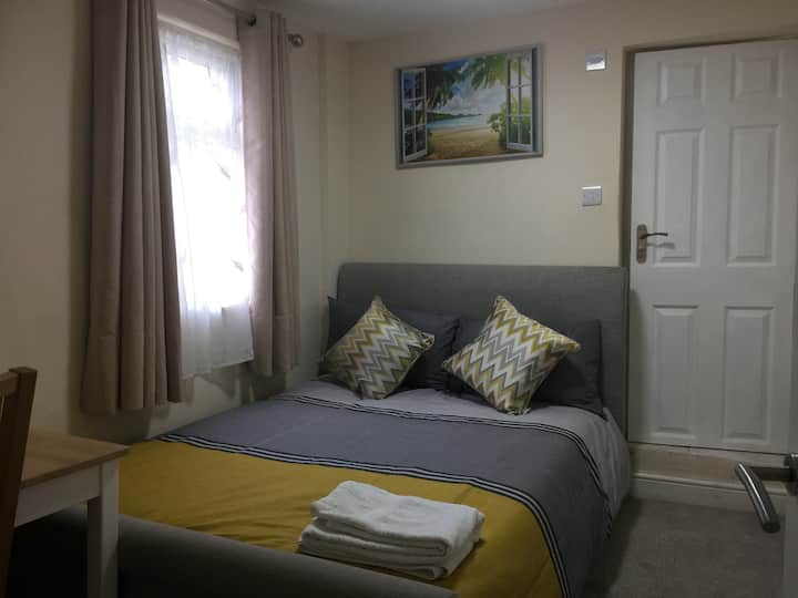En-suite Double Room in Strood, Rochester