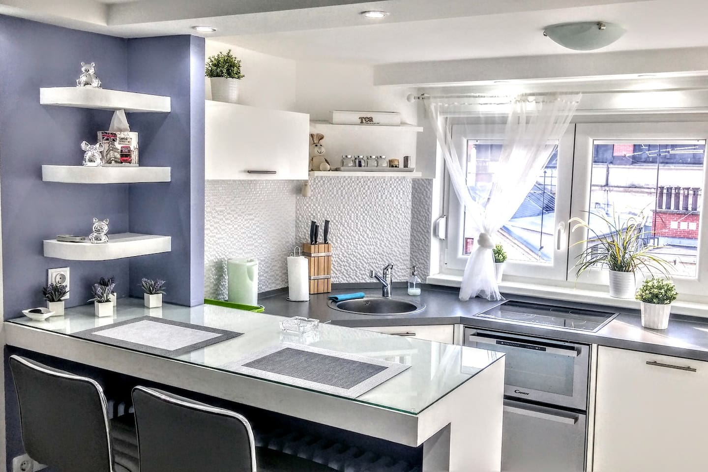Fully equipped kitchen full of natural light