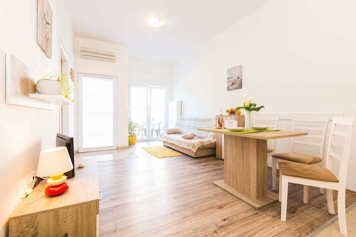 Apartment near center,beach,bus +free parking - Zadar - Flat