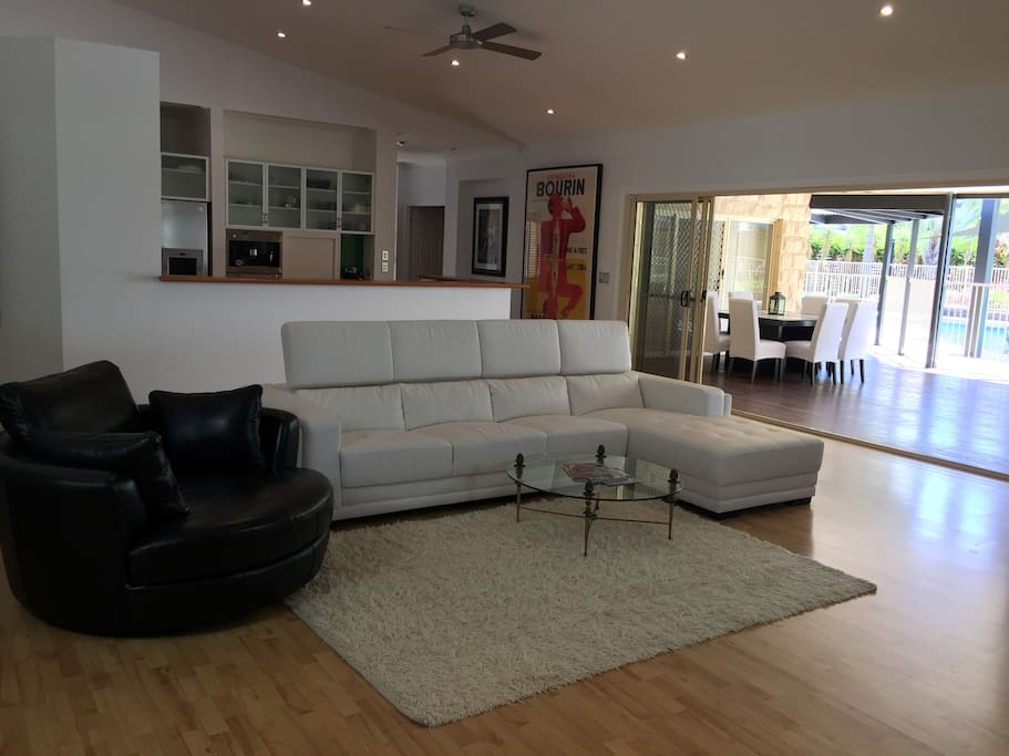 The Family Room and Outdoor Dining is a great space for getting together with family, friends or colleagues and just chilling out with a glass of wine or catching up on your favourite TV shows.