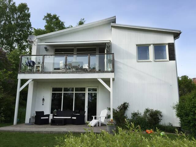 Beautiful lakeside villa near city - Stockholm - Vila
