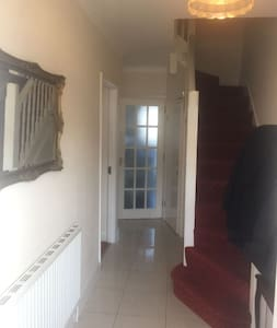 EXCELLENT SPACIOUS AND BRIGHT 3 BED HOUSE - Wembley