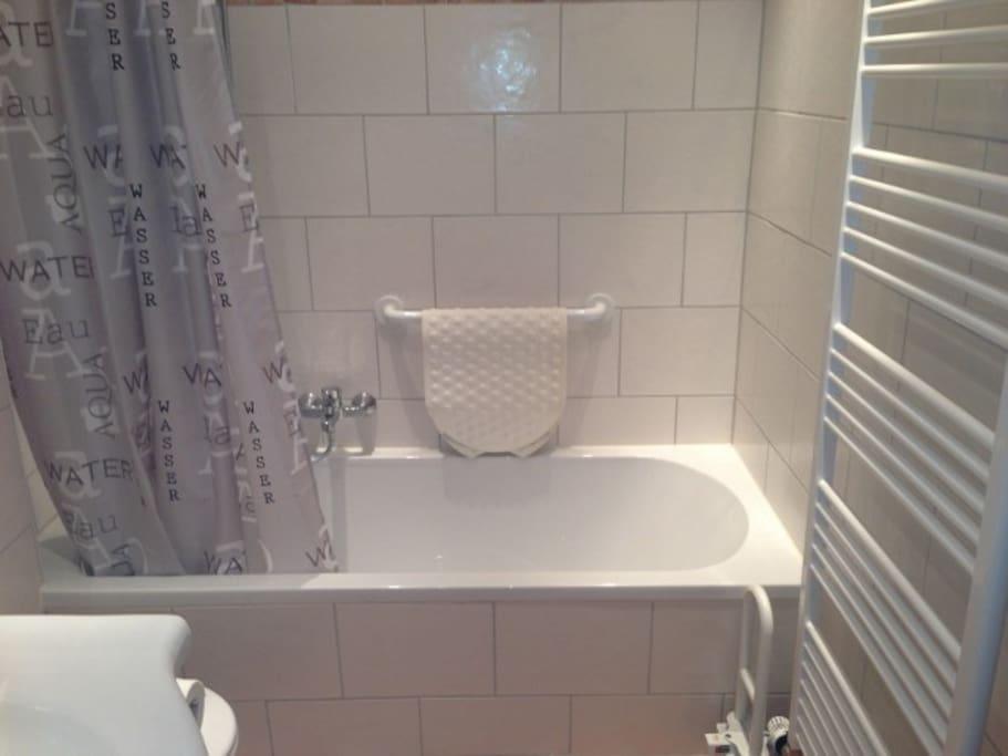 Badezimmer, Dusch-/Badewanne