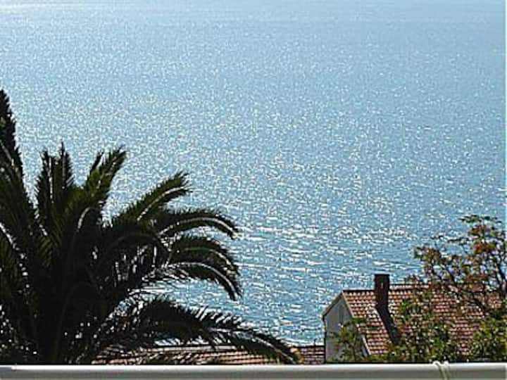 Five bed apartment. Walk to beach