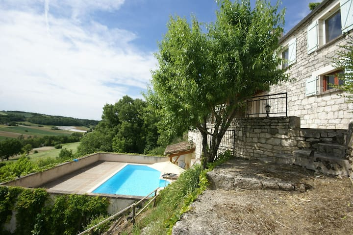 Encantadora casa de campo en Flaugnac piscina privada y terraza cubierta