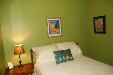Double bed in private room - Milwaukee - Casa