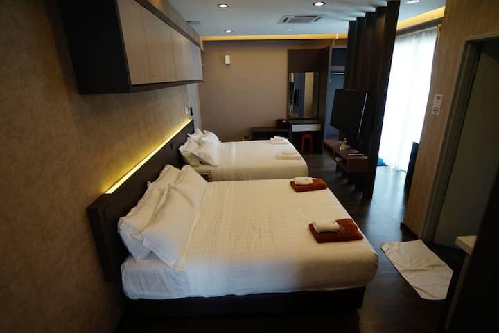 亚庇市中心-优惠。两张大床,两张超级单人床,靠近机场 City area near airport