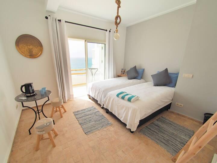 OCEAN82 - Privé kamer 'Bleu' direct aan zee