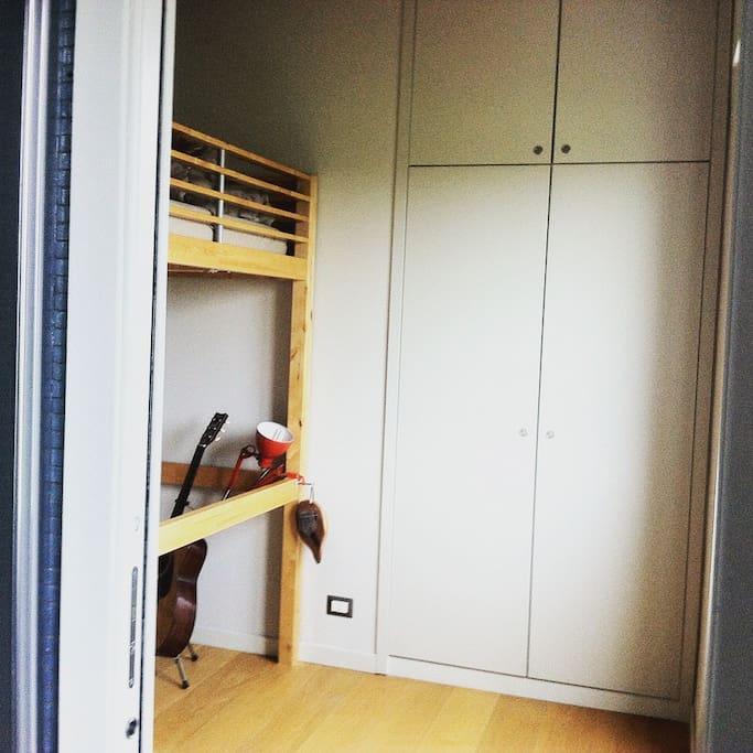 armadio a muro/  wardrobe