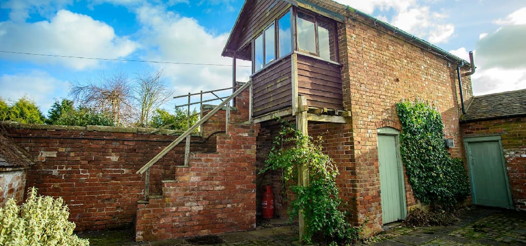The Bird Box - Stafford - Treehouse