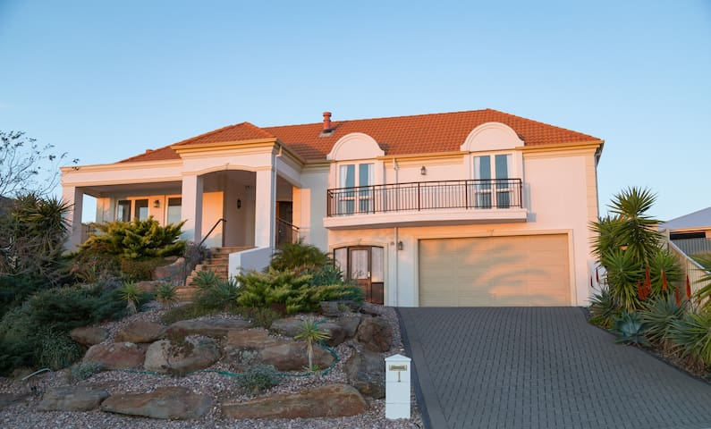 3 Story Mansion by Hallett Cove Beach with Pool