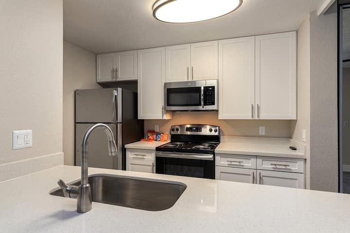 Your home away from home | 1BR in Oceanside
