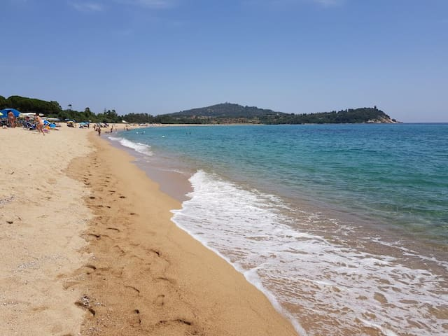 spiaggi adi Basaùra (a 1,7 Km)