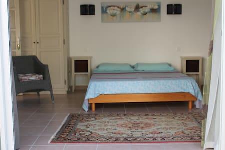 Chambre La Chapelle avec piscine - Sorbo-Ocagnano - Inap sarapan
