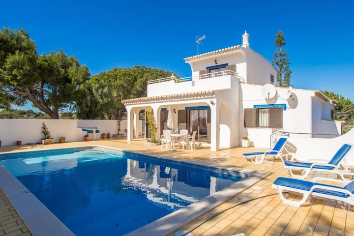3 Bed Villa With Pool, 5 Min Drive from Carvoeiro & Beaches
