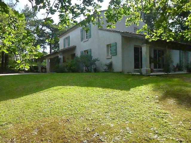 A louer grande maison sur parc - Puymoyen