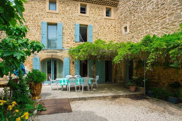 Chambre n •3 dans magnanerie - Sérignan-du-Comtat - Huis