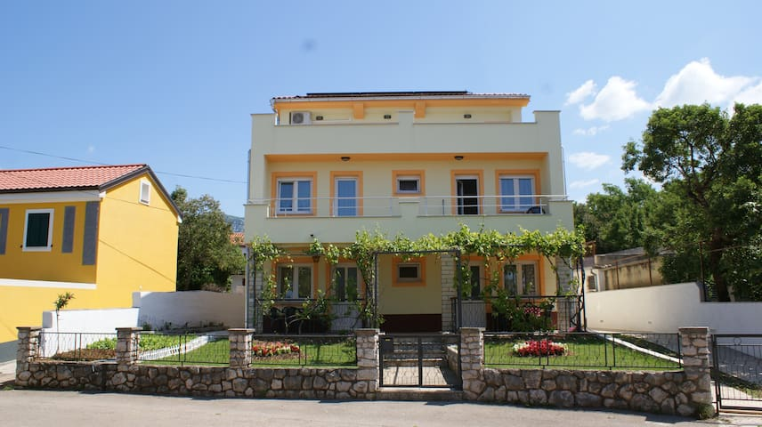 Apartments Rudy (2+2) app2 - Jadranovo