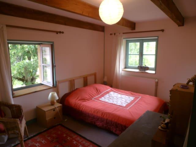 2 chambres calmes, sdb privative - Matour - House