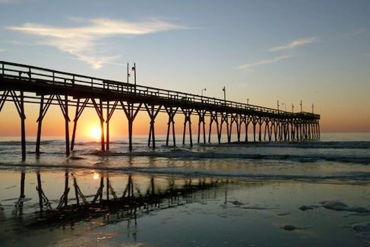 Perfect Sunset Beach Retreat- few blocks from ICW!