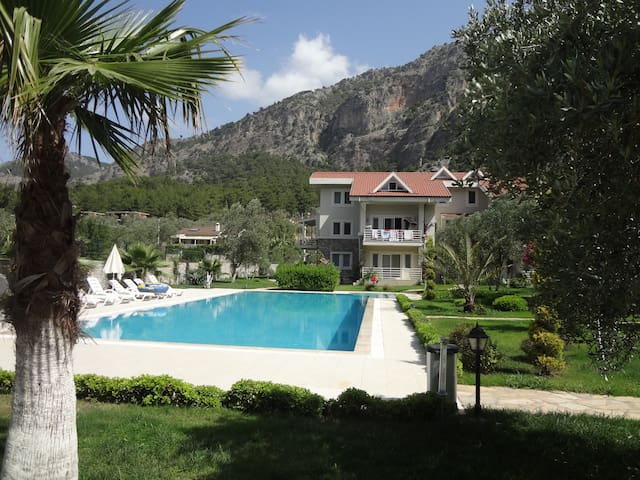 BRAND NEW DUPLEX WITH LARGE POOL - Göcek - Appartement