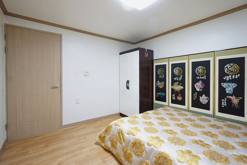 Queen bed with space.