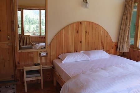 Himalayan Nest. Double deluxe room - Vashist
