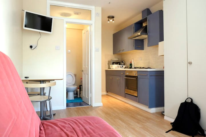 Private, self-contained Studio - Bexleyheath - Apartamento
