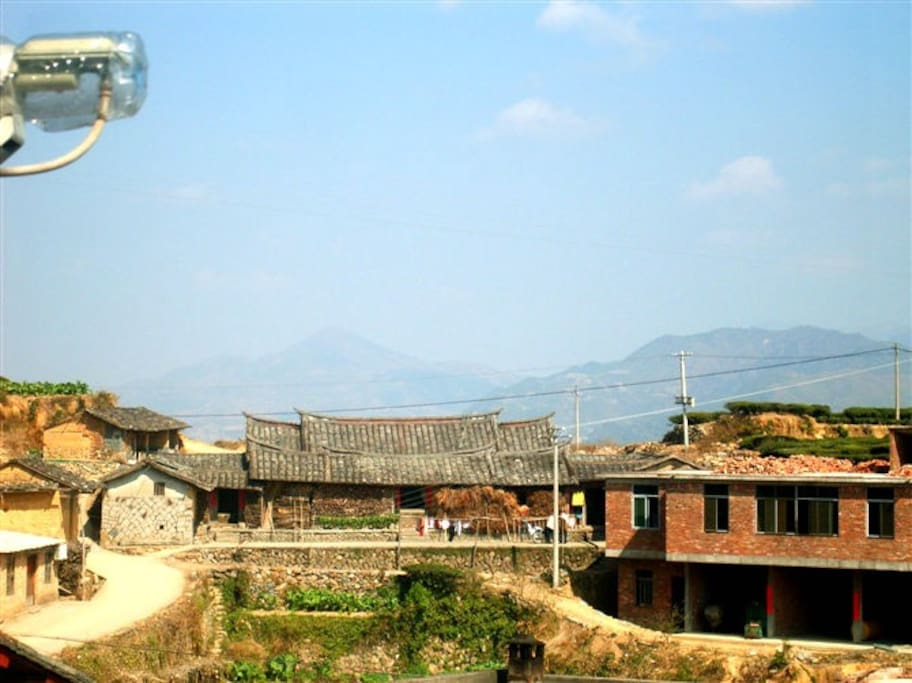 View from our second floor, neighbours' house, tea mountains,vegetable garden. 二楼往西(左)看到对面邻居的老房子,还有人居住。大山和茶园。