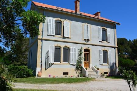 Chambre d'Hôtes en Camargue 1 - Arles - Bed & Breakfast