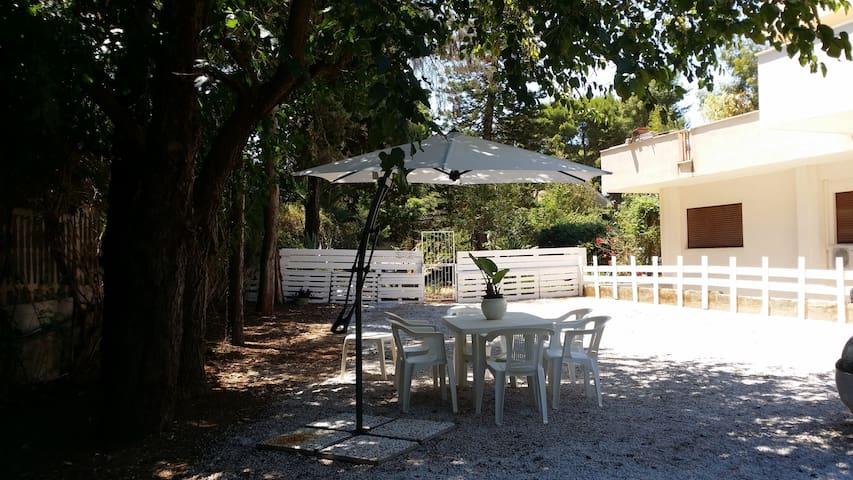 Appartamento in villa con giardino, vicino al mare