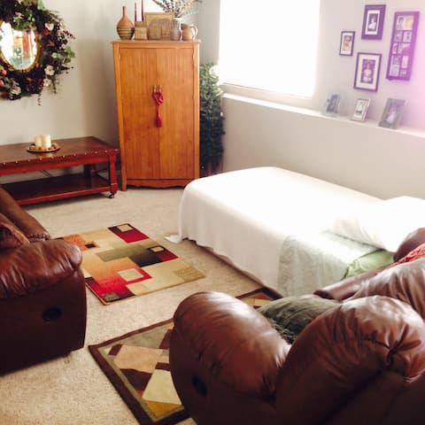 WEEKLY DISCOUNT- Crash Pad 6 mins. From Airport