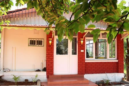 Room type: Entire home/apt Property type: House Accommodates: 8 Bedrooms: 2 Bathrooms: 3