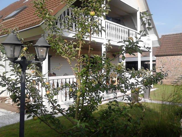 Sfeervol houten huis met veranda