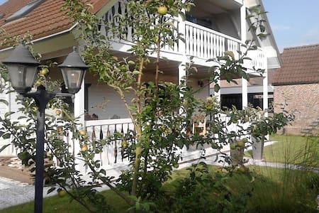 Sfeervol houten huis met veranda - Rilland