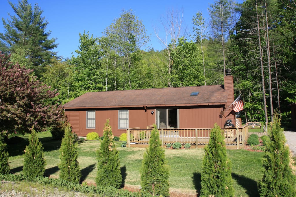 Summer: Quiet and private cabin with Jewel Brook right behind the house.