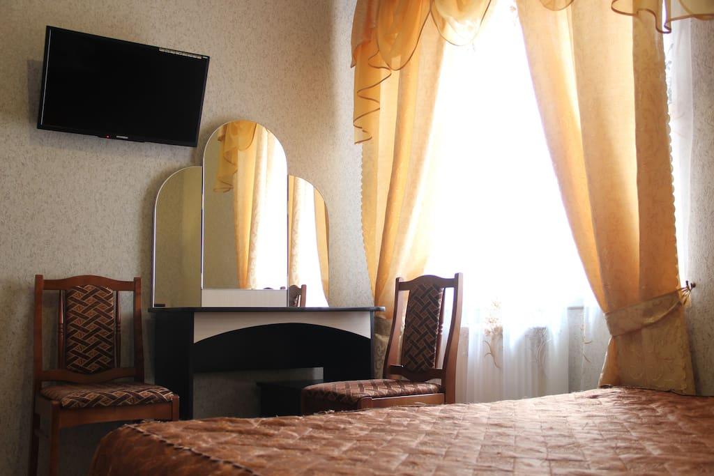 Номер с одной двухспальной кроватью и диваном - кроватью