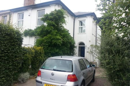 Lovely basement flat for festivals & races - Charlton Kings