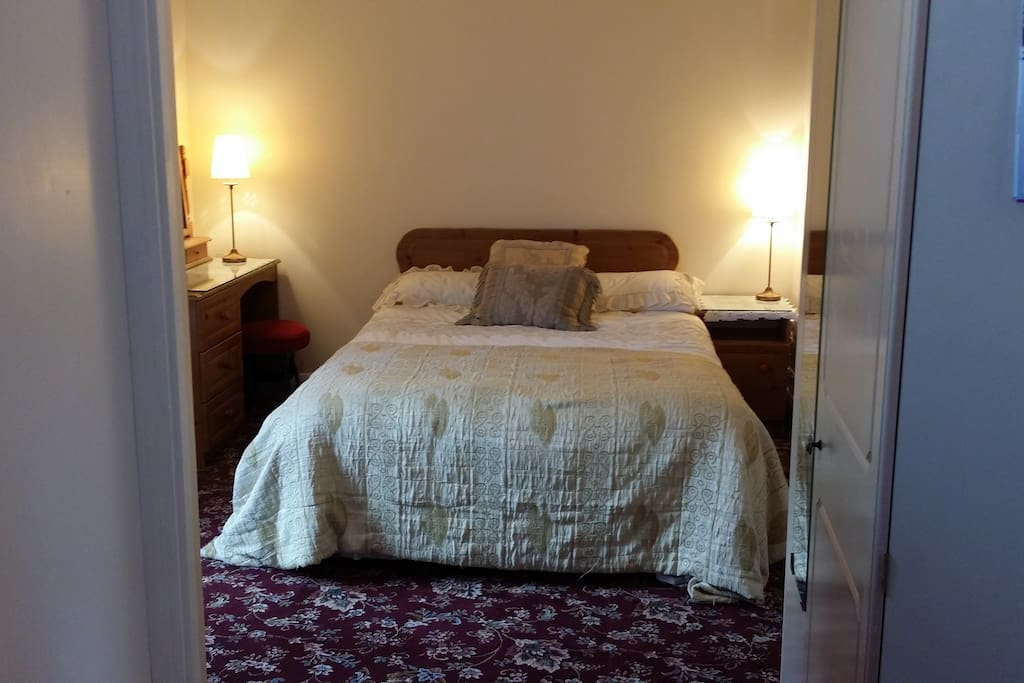 Double bedroom with en suite shower & toilet.