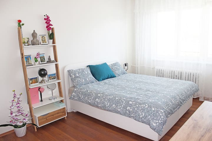 BEAUTIFUL Prv Room Near Metro 10 mins to CENTRE
