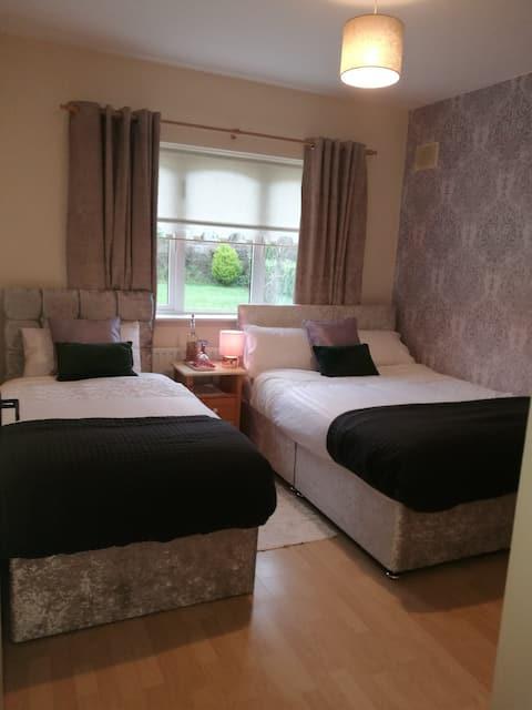 Room  with private  en suite sleeps 3
