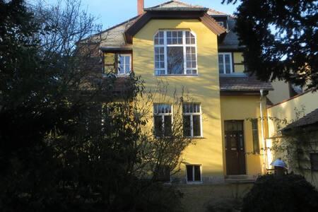 Weimar: Drei Zimmer unterm Dach