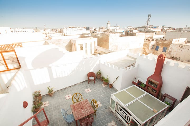 Haut de riad plein centre de medina - Эс-Сувейра - Таунхаус