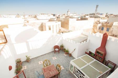 Haut de riad plein centre de medina